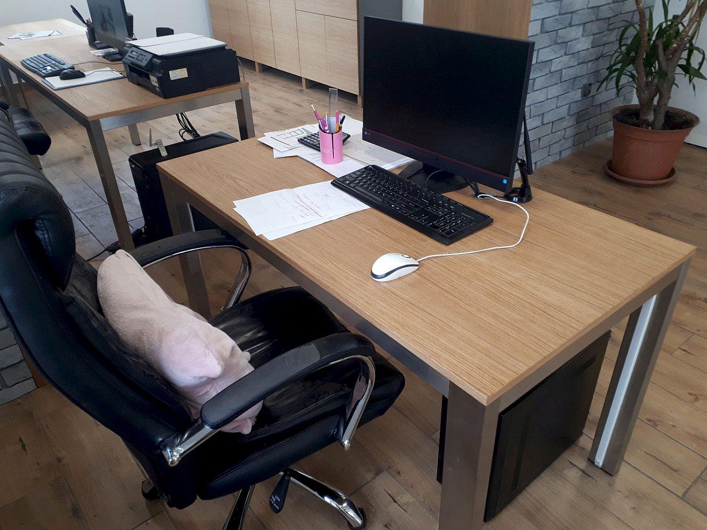 Biurko pracownika w firmie koncept3d